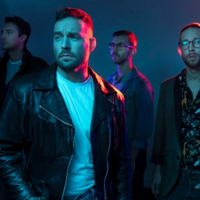 "Emarosa unveil new song ""Don't Cry"""